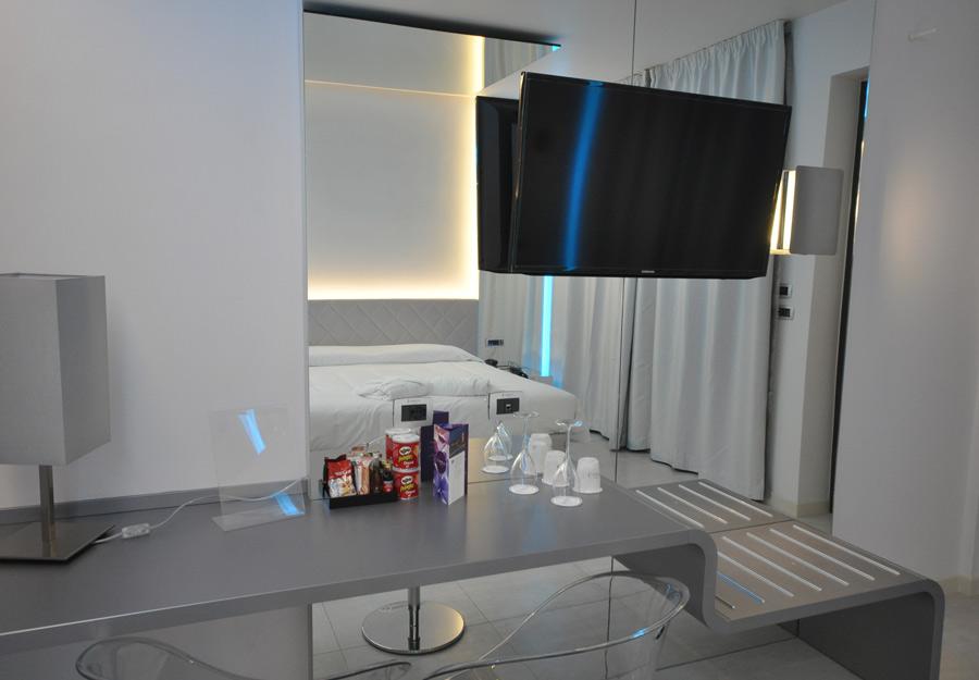 Mirror Room 2
